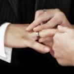 結婚式のスーツはストライプや紺色もOK?どんなスーツがいいの?