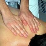寝起きの背中の痛みはどうして起こるの?原因はなに?
